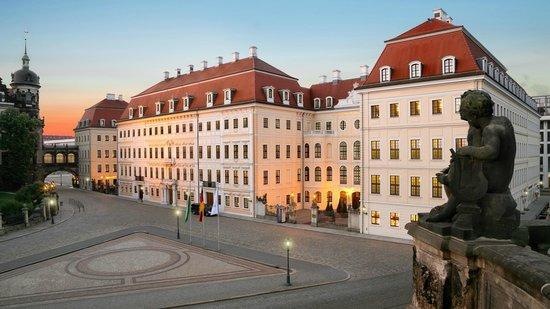 Hotel Taschenbergpalais Kempinski Dresden - Außenansicht Tag