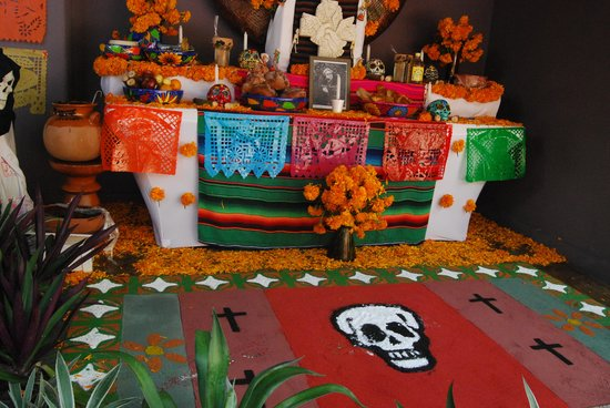 Embarc Zihuatanejo: lobby decorated for dia de los muertos