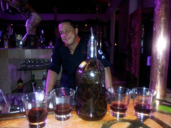"""Paradisus Punta Cana Resort: Kelvin """"Best Bartender"""""""