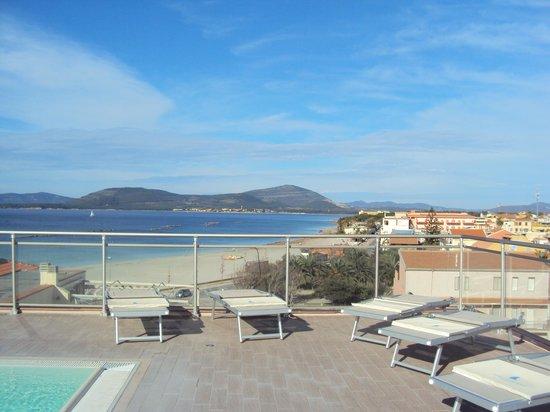 Alma di Alghero Hotel: piscine de l hotel et  vue
