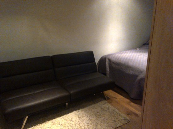 Space Apart Hotel: couch between bed and tv