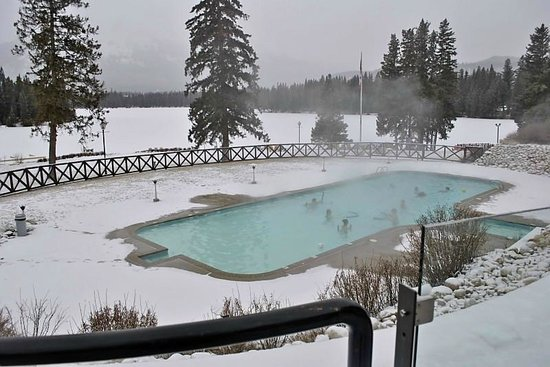 Fairmont Jasper Park Lodge: Beautiful warm pool