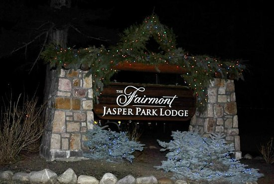 Fairmont Jasper Park Lodge: Sign of the Lodge