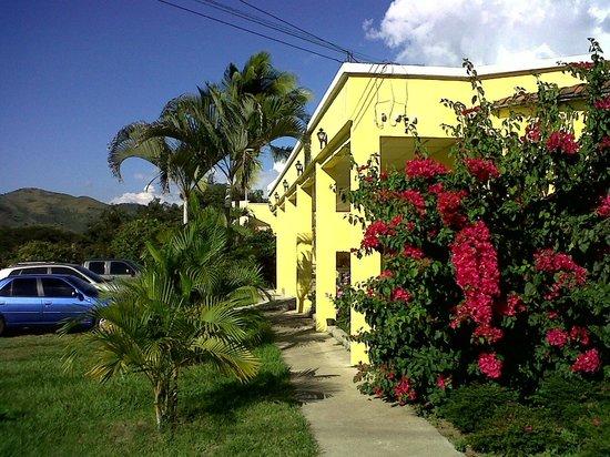 Hotel Santa Lucia Comayagua: Estacionamiento
