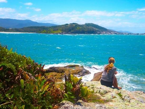 Vermelha Beach: hike to Vermelho Beach