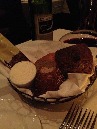 The Palm Orlando: Nice bread assortment