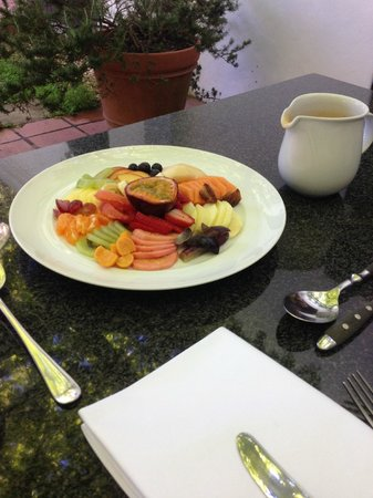 Akademie Street Boutique Hotel and Guest House: nice fruit in the morning