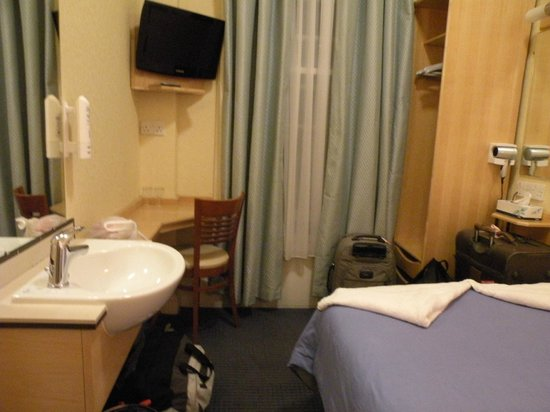 Jesmond Dene Hotel: Room 5A on level 3 - small but clean