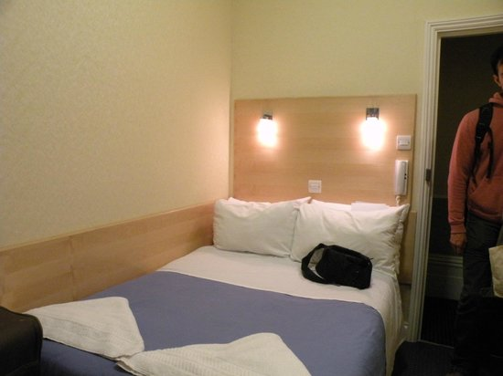 Jesmond Dene Hotel: Room 5A on level 3 - small but clean & bed was so-so only