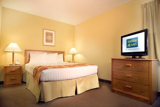 MainStay Suites Brentwood: Queen Suites