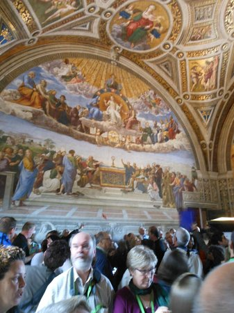 City Wonders: The crowds in the Raphael room