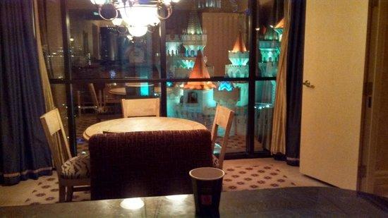 ลักซอร์: Dining area opposite of kitchen