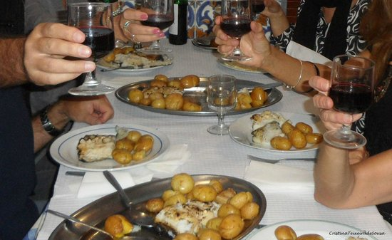 Restaurante Casa Dias: Um divino bacalhau assado com batatas a murro.