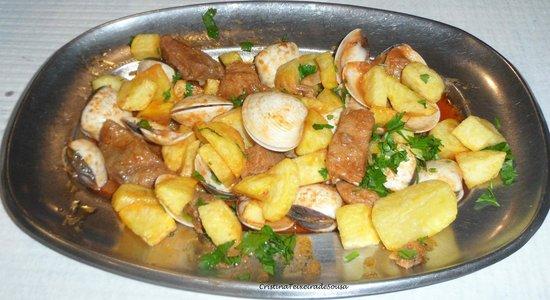 Restaurante Casa Dias: Deliciosa carne de porco à Alentejana