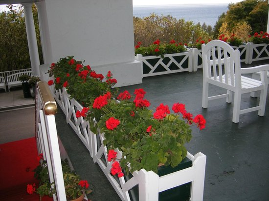 Grand Hotel: Flowers on porch