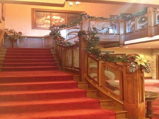 An Grianan Hotel: Our Grand Staircase during Christmas