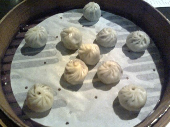 Hongtao Shanghai Tangbao: 綜合豆沙棗泥小籠包