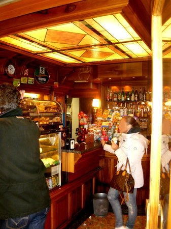 Bar Chiaranda: A little room freed up after the gondoliers have just left