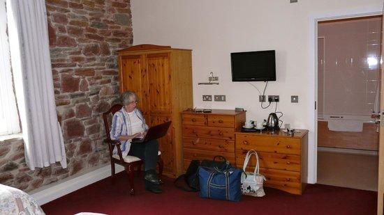 Ecclefechan Hotel: Our bedroom