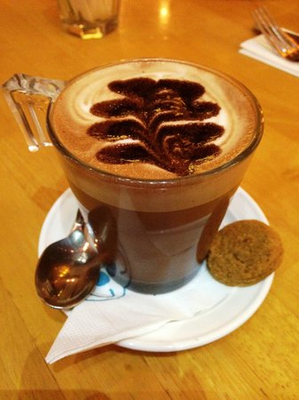 Hummingbird Eatery: Mocha latte. Divine!
