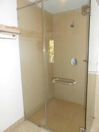 Hotel Tropicana: Ванная комната