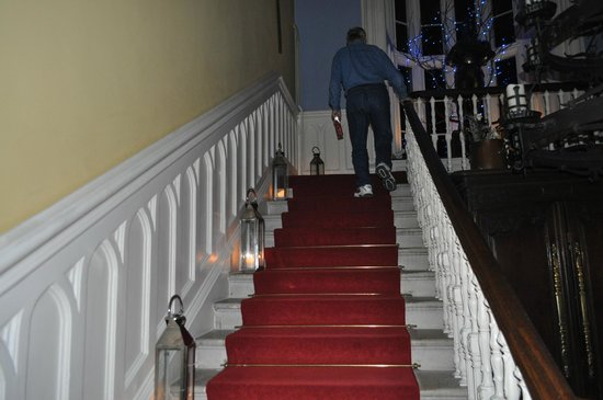 Belleek Castle: Candle lit staircase