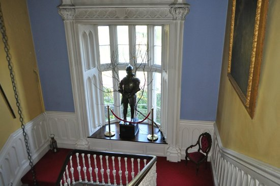 Belleek Castle: Neat staircase to room