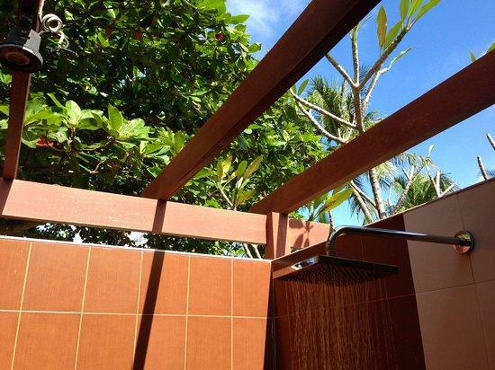 Promtsuk Buri: Open Roof Shower
