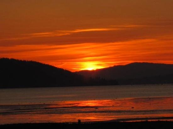 China Beach Retreat : sunrise at Baker Bay