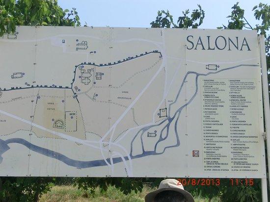 Ruins of the Solin Amphitheatre : la mappa all'entrata