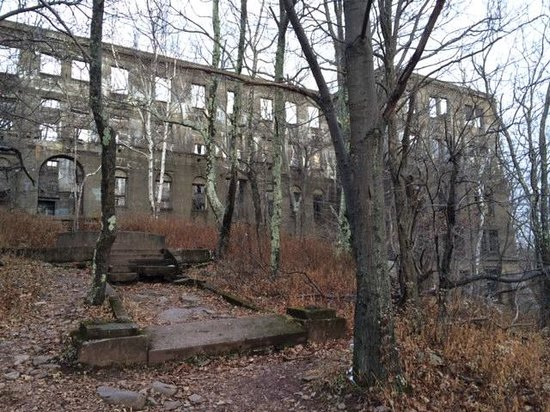 Overlook Mountain: Hotel ruins