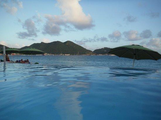 Sonesta Great Bay Beach Resort, Casino & Spa: Infinity Pool