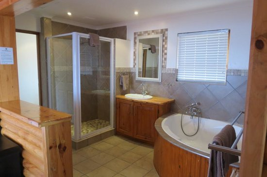 Storms River Mouth Restcamp : On-Suite Bathroom - Honeymoon Cottage