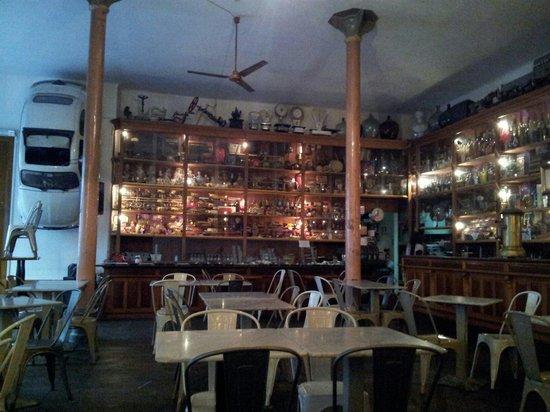 Nasoni Guest Hostel : Colazione al bar