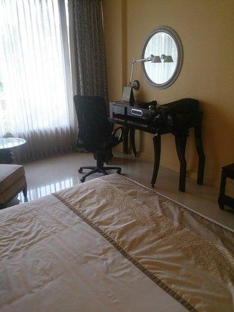 Vivanta by Taj - Blue Diamond: Guest Room