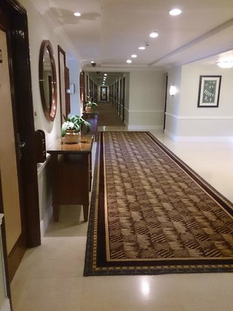 Vivanta by Taj - Blue Diamond: corridor