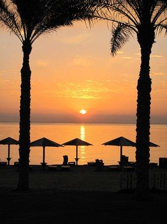 Tropitel Dahab Oasis: Sunrise over Saudi
