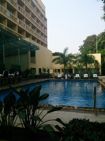 Vivanta by Taj - Blue Diamond: Pool