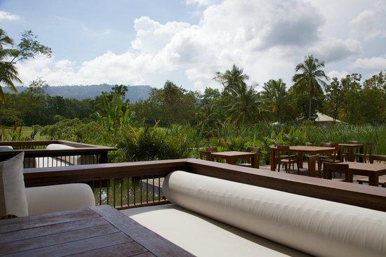 Kirimaya Golf Resort Spa: Verandah seats in Acala.