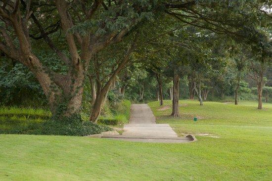 Kirimaya Golf Resort Spa: Golf buggy track along fairway.
