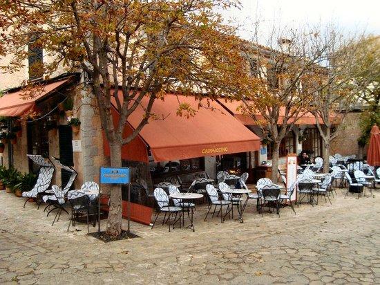 Cappuccino Valldemossa: Cappuccinon on a cold November day.