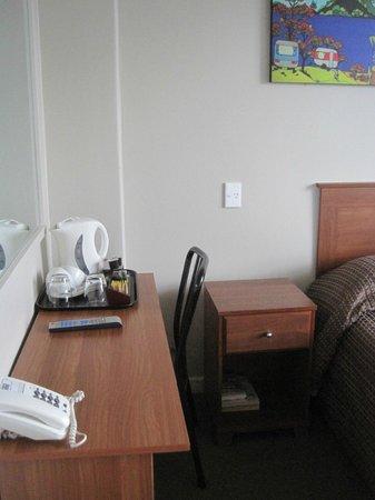 Kiwi International Hotel: Desk