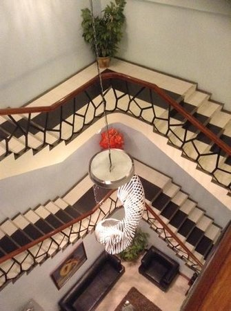 Holiday Plaza Hotel: stairs