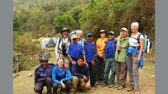 Apu Andino - Day Tours: Hikers and Apu Andino workers.