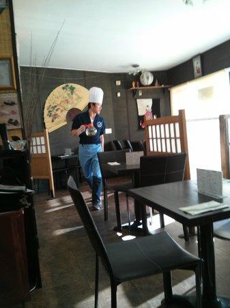 Izumo Sushi : Interior and tables
