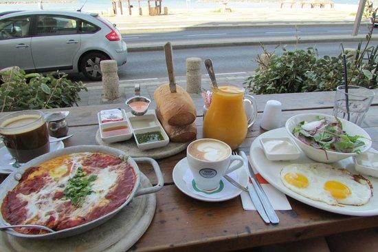 Beachfront Hostel: breakfast with voucher
