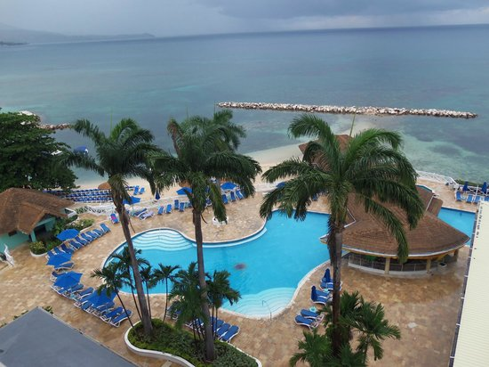 Sunscape Splash Montego Bay: View of pool & ocean from room B711
