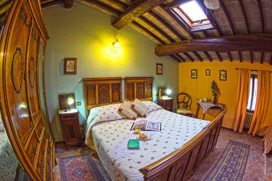 Villa San Pietro: the Salmon room