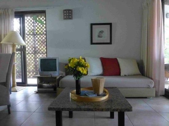 Mango Bay Resort : Wohnzimmer