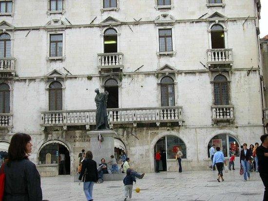 Fruit's Square (Trg Brace Radic): Milesi Palace